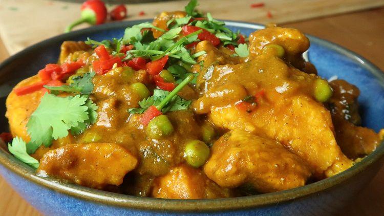 Hähnchen, Süßkartoffel & Kokosnuss Curry
