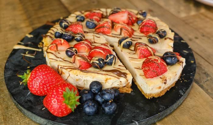 Proteinreicher Erdnussbutter Käsekuchen