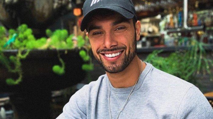 Das ideale Bauchmuskeltraining mit Jordan Morello | Komfortabel von zu Hause aus