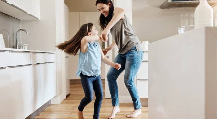 5 Wege, um zu Hause in Bewegung zu bleiben