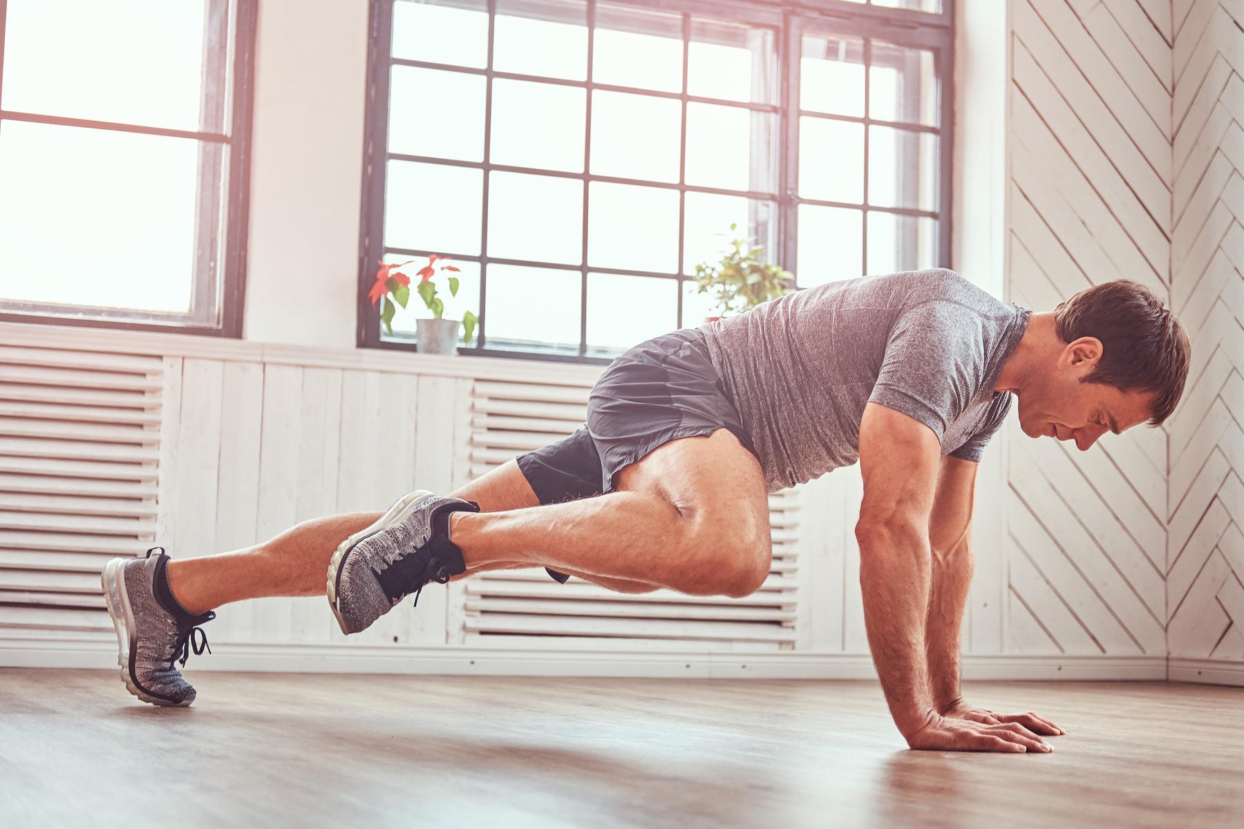 Die 12 besten Übungen, um zu Hause Gewicht zu verlieren