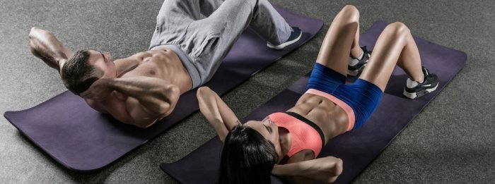 Die 9 besten Bauch-Übungen, die du ohne Equipment ausführen kannst