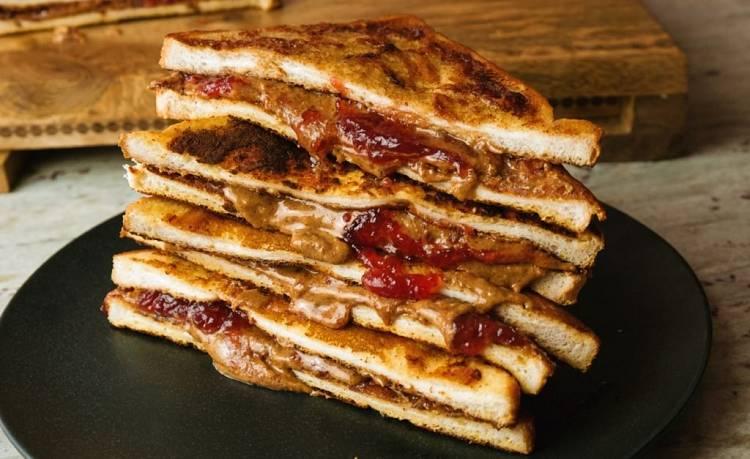 Erdnussbutter & Marmelade French Toast