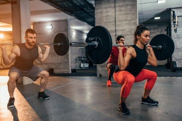 Kannst du nur mit einer Langhantel Muskeln aufbauen? Das einzige Equipment, welches du im Fitnessstudio brauchst