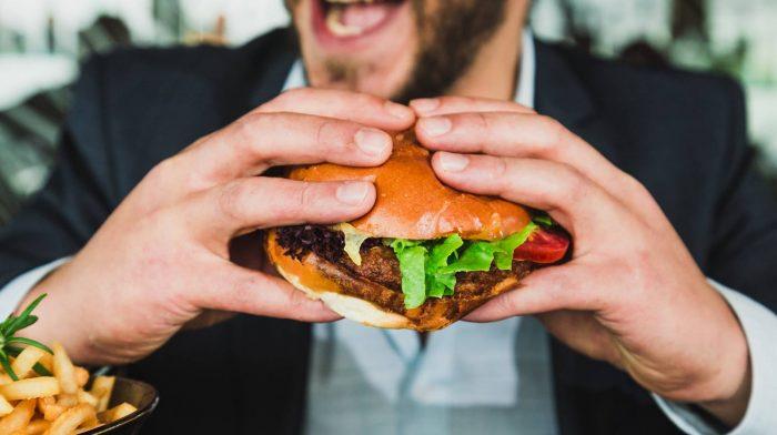 Beeinflusst eine Cheat Meal deine Fortschritte? | Die Top-Studien der Woche