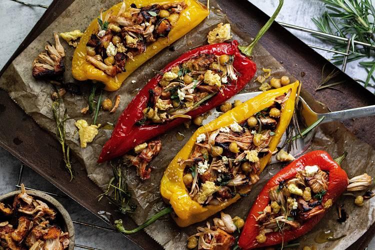 Gefüllte Jackfrucht Paprika mit gerösteten Kichererbsen