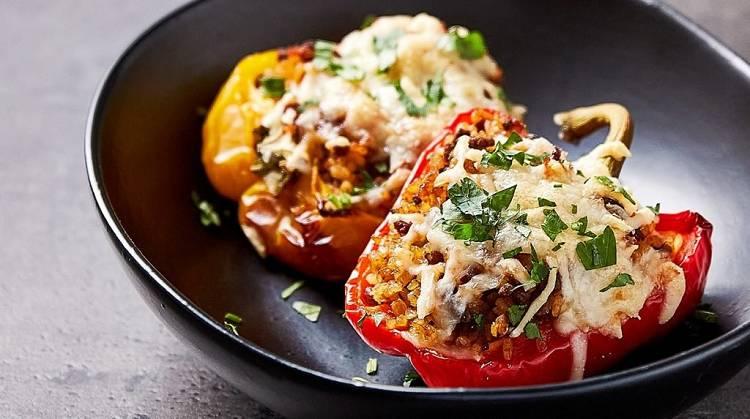 Gefüllte Paprika mit Rinderhack & Bulgur-Weizen | Stimmungsaufhellende Gerichte