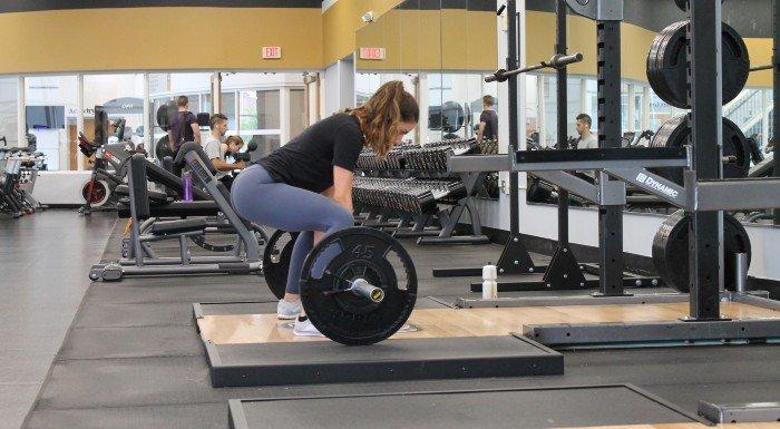 Wie du eine Balance zwischen dem Fitnessstudio & deinem Sozialleben findest