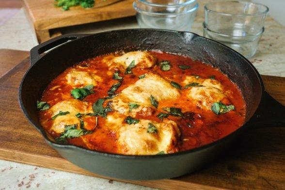 Tomaten-Basilikum Hähnchen mit Käse