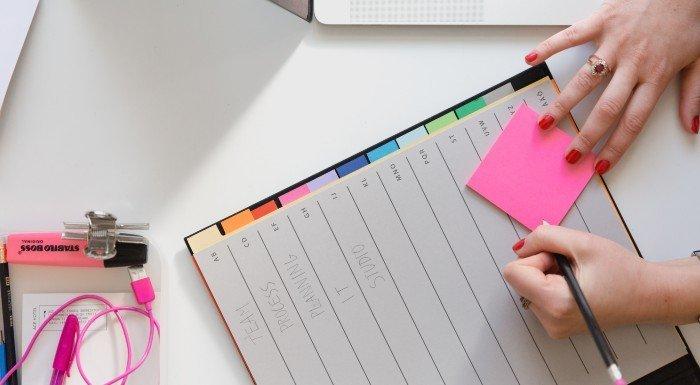 7 Tipps um konzentriert zu bleiben, wenn du zu Hause lernst & studierst