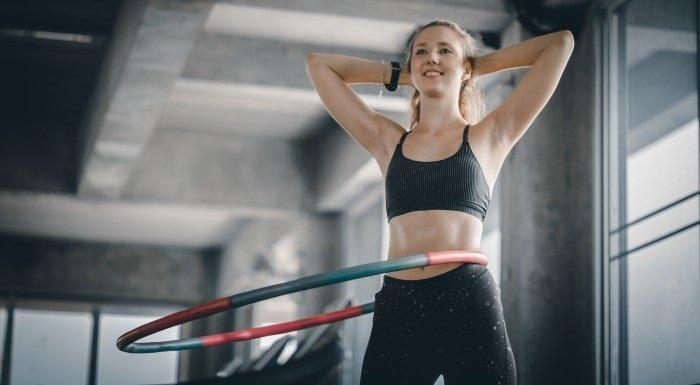 Hula Hoop Workout für Killer-Bauchmuskeln   Übungen, Vorteile & Tipps