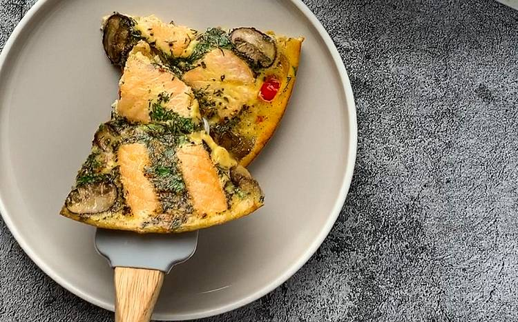 Frittata mit Lachsfilet und Champignons