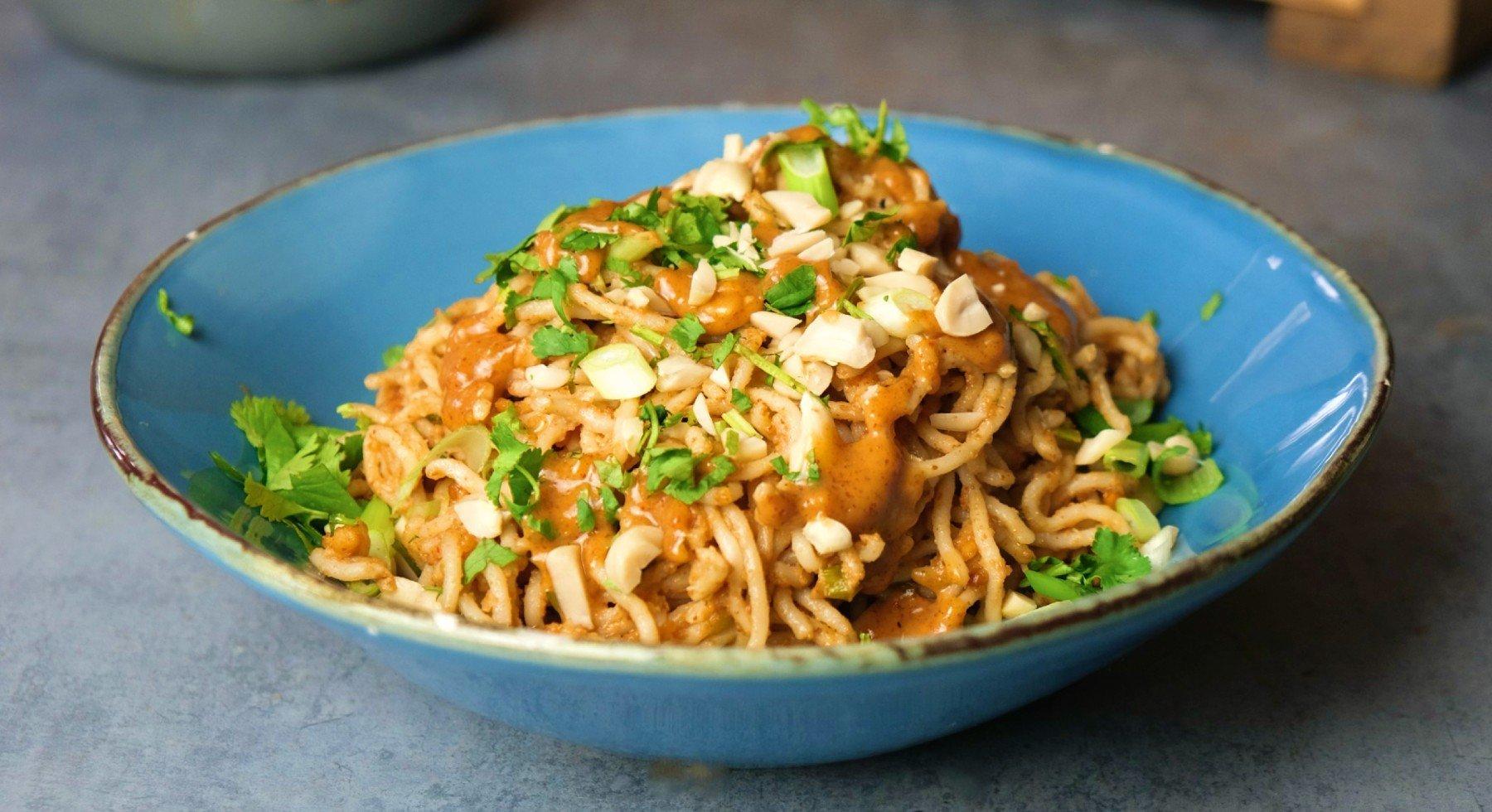 Cremige Erdnussbutter-Pasta | Veganes Rezept - Fertig in 15 Minuten