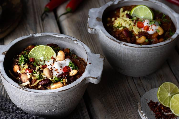 Video File: https://we.tl/t-T618SQyh8P Titel: Chili Sin Carne | Veganes Meal Prep URL: https://de.myprotein.com/thezone/rezepte/chili-sin-carne-veganes-meal-prep/
