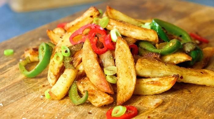 Kartoffelspalten mit Salz & Pfeffer | Fakeaway Rezepte