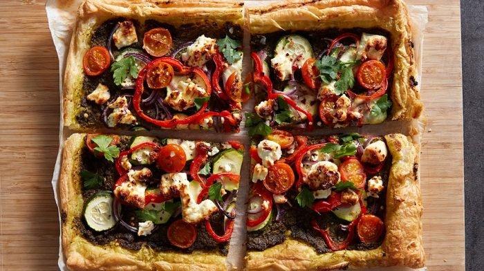 Röst-Gemüse & Feta Blätterteig-Pastete | 20 Minuten Gericht