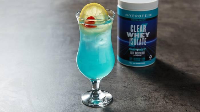 Blaue Himbeere Clear Whey Isolat – Auf 2 Arten