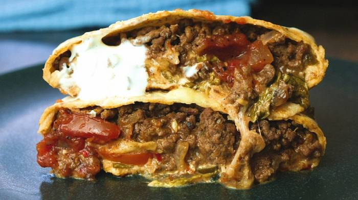 Hausgemachte Crunch Wrap mit Rindfleisch | Fakeaway Favoriten