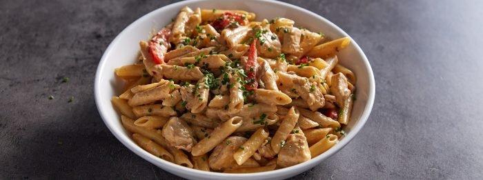Cremige Cajun Hähnchen Pasta | Proteinreiche Meal Prep