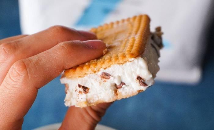 Proteinreiches Eiscreme Sandwich
