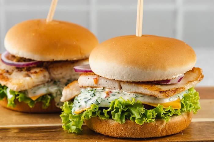 Ultimativer Fisch Burger zum Selbermachen | Gesundes Fast Food Rezept