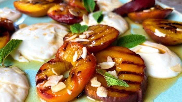 Gegrillte Pfirsiche mit Protein Joghurt | Gesundes Dessert Rezept