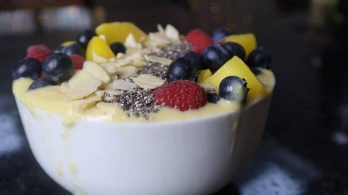 Vegane Mango Smoothie Bowl | Reich an Protein & Omega Fetten