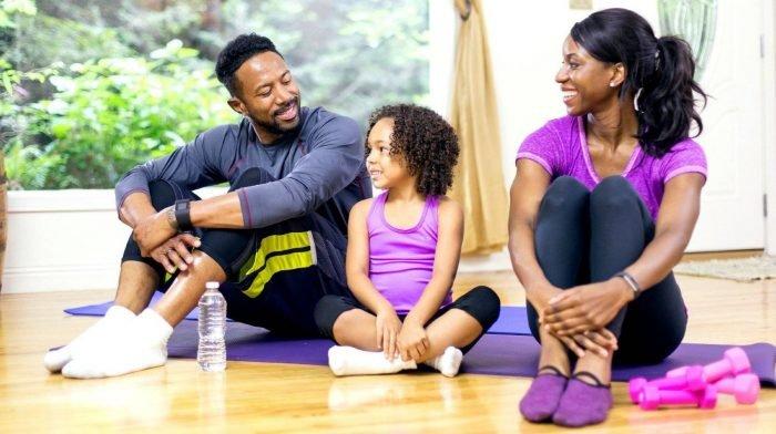 Home Workouts, die Spaß machen | 4 Fitness Spiele, die du mit deinen Freunden spielen kannst