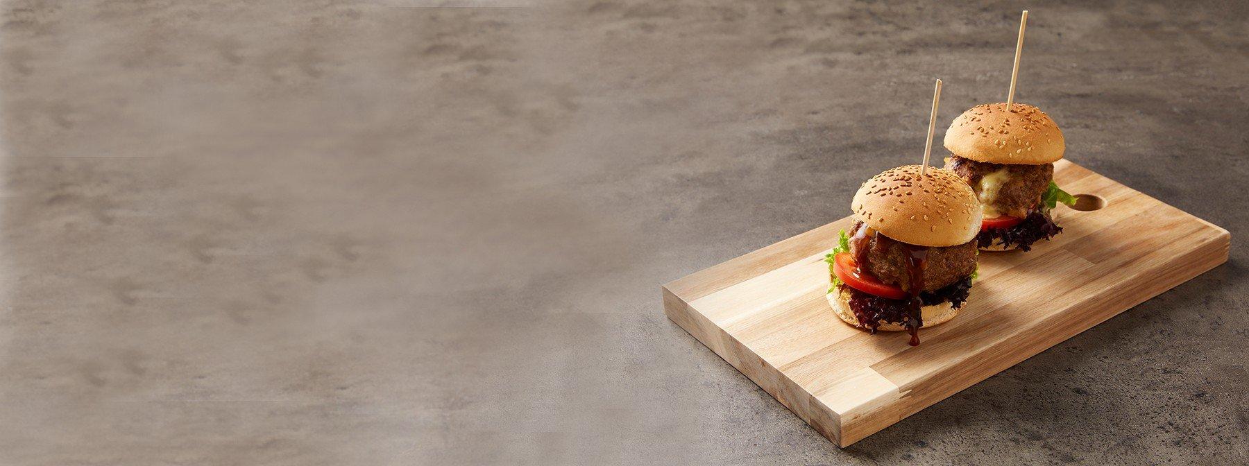 Mit Mozzarella gefüllte Burger
