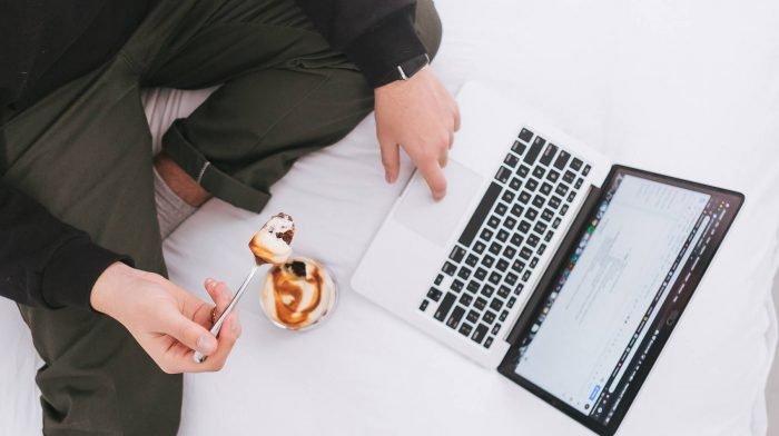 Könnte unaufmerksames Snacken deinen Zielen schaden? | Die Top-Studien der Woche