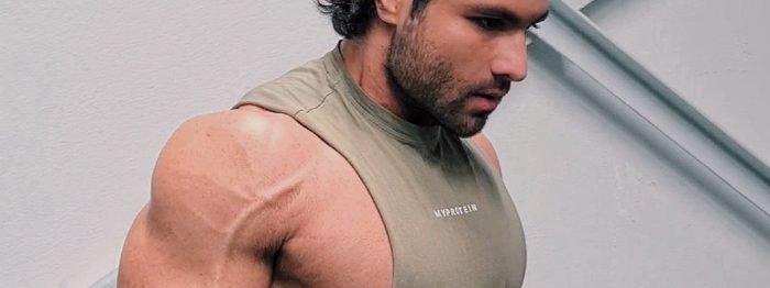 3 effektive Übungen mit Aykut für runde Schultern