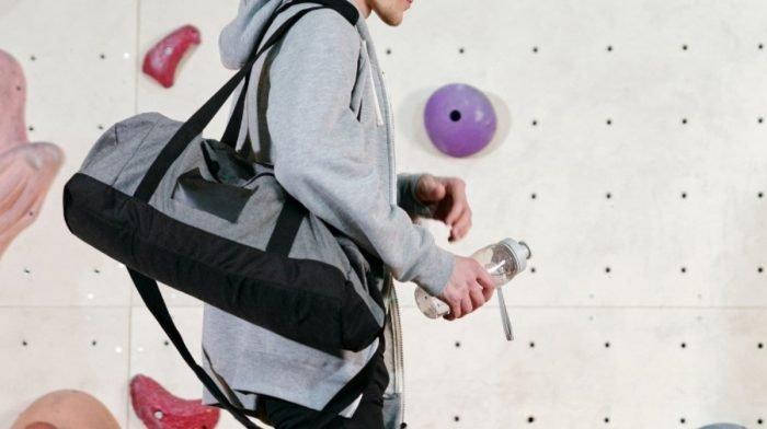 Wie man die perfekte Sporttasche fürs Fitnessstudio packt | 10 Gym Bag Essentials
