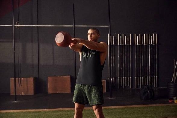 Kurzhantel Frontheben | Form & Technik