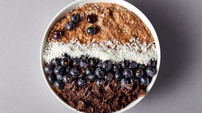 Quinoa Bowl Rezept | Glutenfreie Schokoladen Quinoa Breakfast Bowl