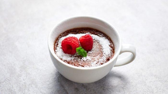 Mug Cake mit geschmolzenem Schokoladen-Kern | Schnelle Desserts für die Mikrowelle