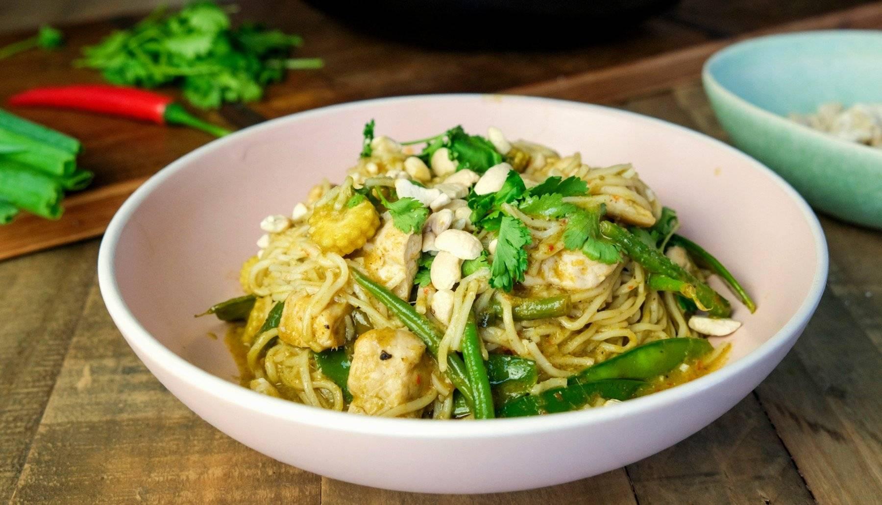 Grünes Thai Curry mit Nudeln | Einfache Meal Prep