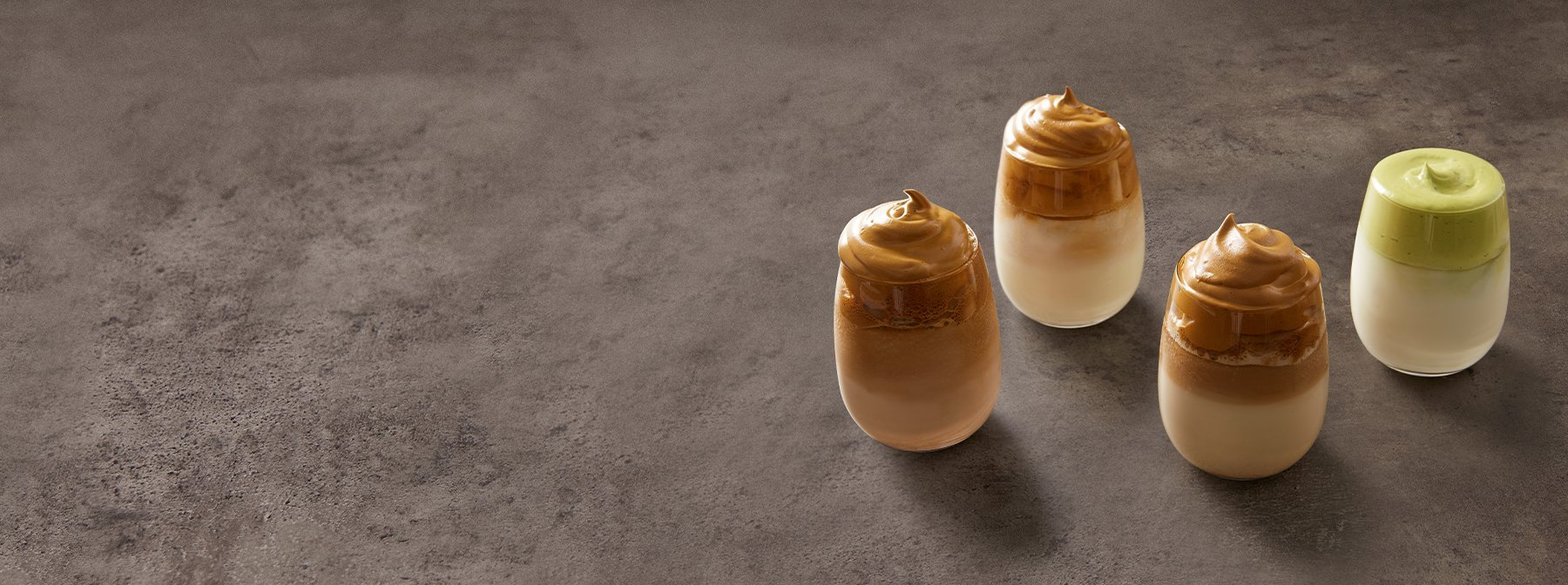 Proteinreicher Dalgona Kaffee Zweierlei