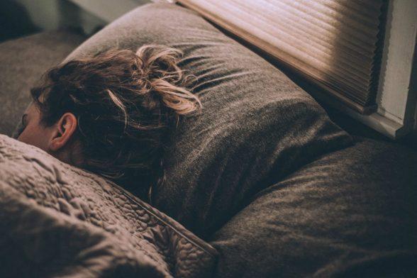 Kann die Schlafqualität dein Ernährungsverhalten beeinflussen?   Die Top-Studien der Woche