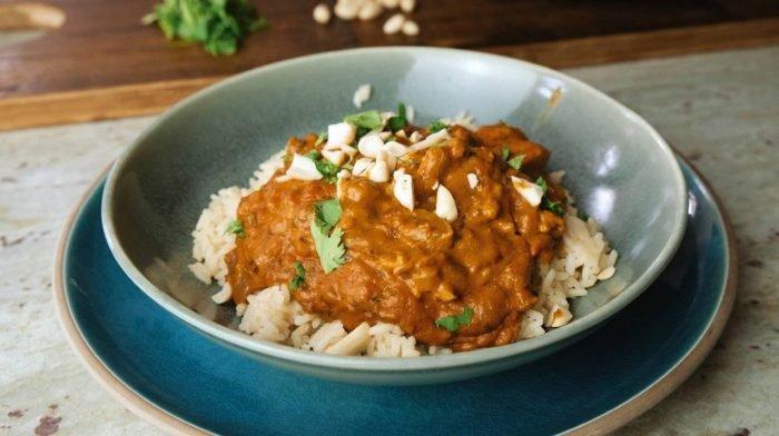 Erdnussbutter Hähnchen Curry