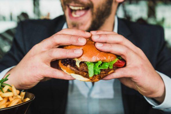 Beeinflusst eine Cheat Meal deine Fortschritte?   Die Top-Studien der Woche