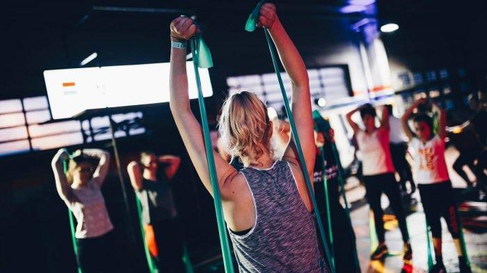 Oberkörper-Workout mit Widerstandsbändern