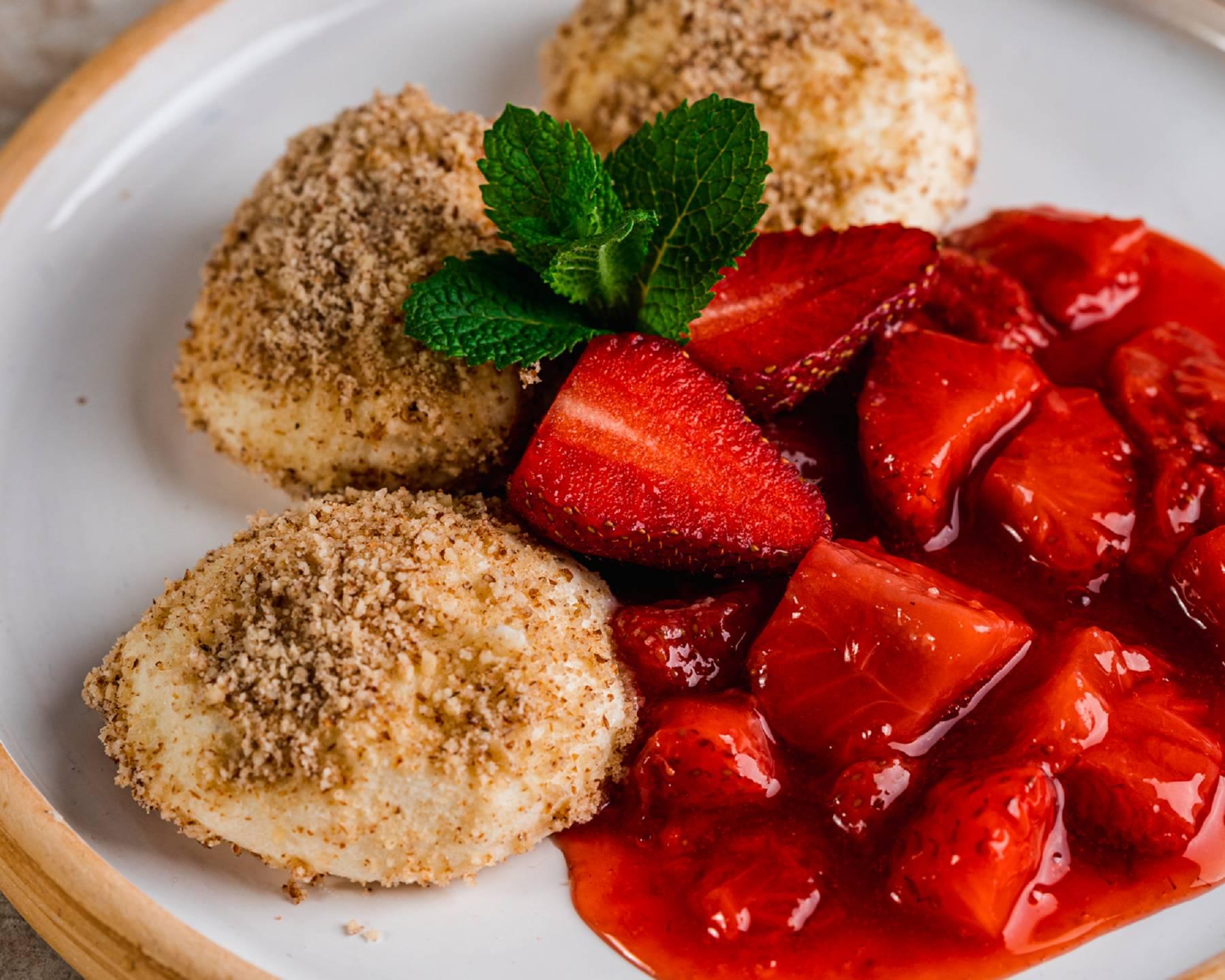 Proteinreiche Topfenknödel   Fruchtige Frühstücksidee