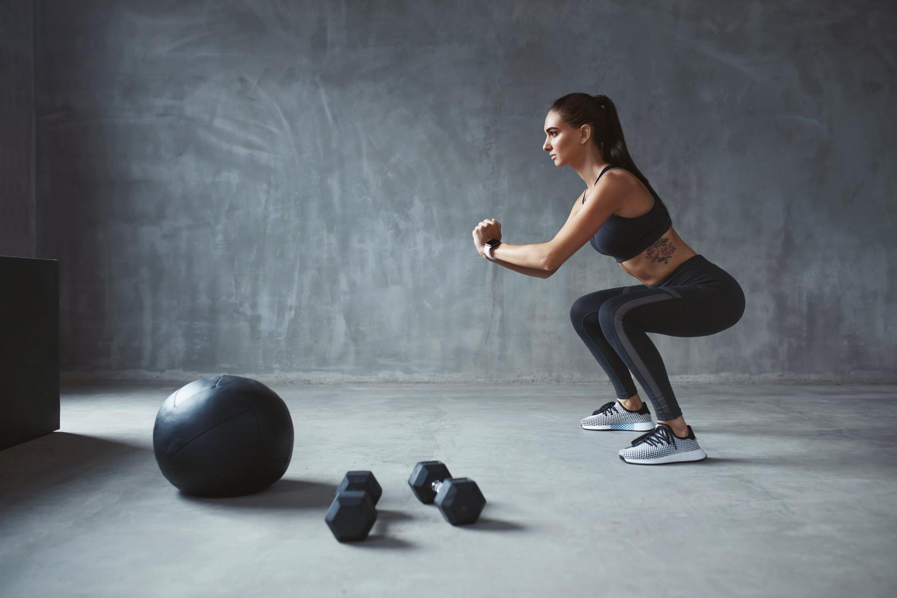 Rutinas de piernas para mujeres en casa o en el gimnasio