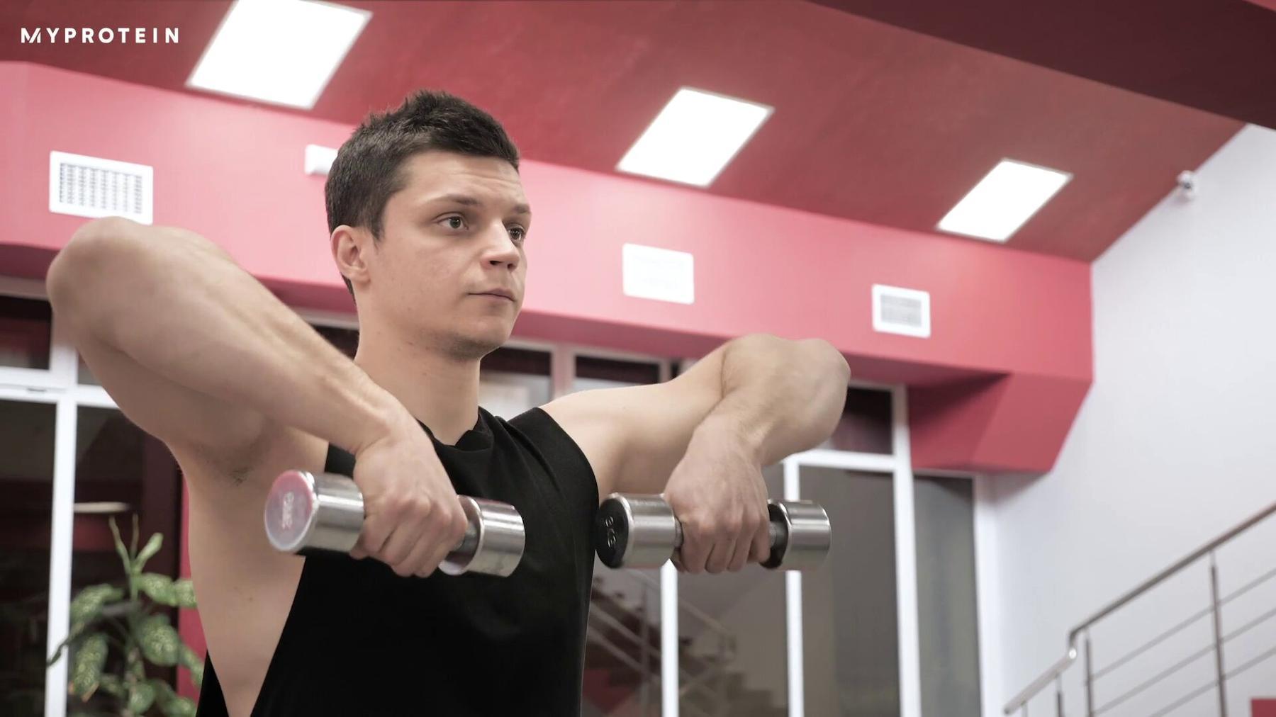 Cómo hacer el remo vertical con mancuernas | Beneficios y técnica