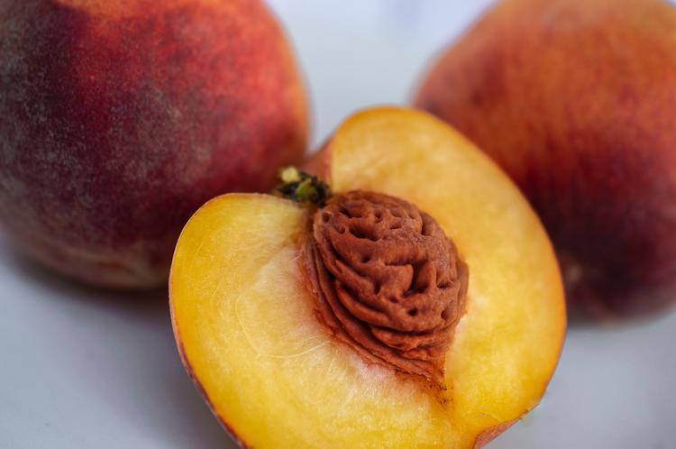 frutas con menos azúcares como el melocotón