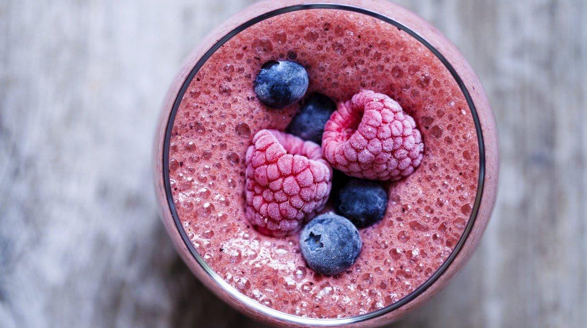 Receta de smoothie de frutas con creatina