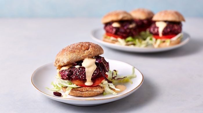 Hamburguesa vegana de remolacha BBQ en 15 minutos