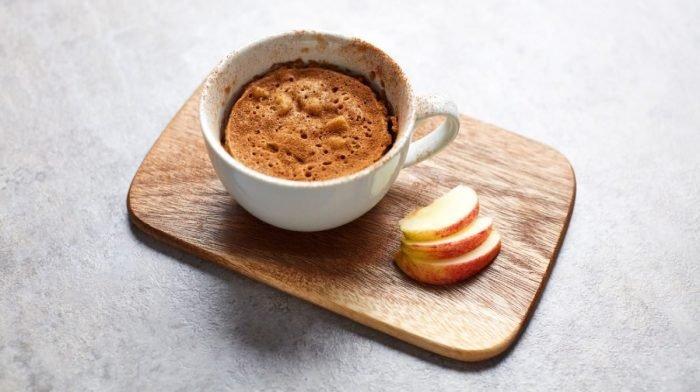 Mug Cake proteico de manzana | Postres en el microondas