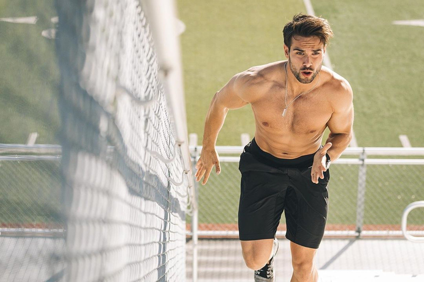 4 rutinas en casa con peso corporal para ganar masa muscular