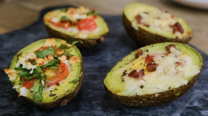 Aguacates rellenos de huevo al horno | Desayuno Keto